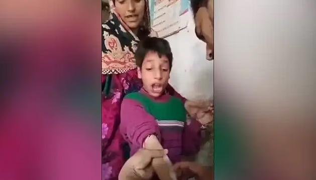 VIDEO: इंजेक्शन लगवाने के दौरान लड़का निकालने लगा अजब-गजब आवाजें… देखकर आपकी भी छूट जाएगी हंसी..