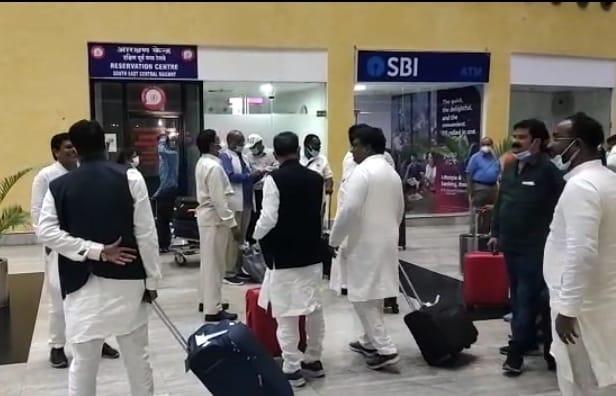 VIDEO- दिल्ली से वापिस रायपुर लौटे कांग्रेस के 35 विधायक, बोले…हम सभी एक हैं और एक रहेंगे, दिल्ली जाने के सभी ने बताए अलग-अलग कारण